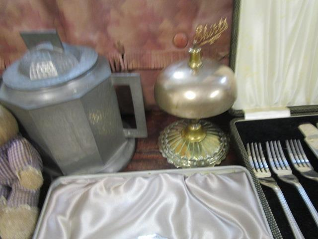 Lot 40 - A mixed lot to include a Victorian brass desk bell and a Youngs fishing reel and flies