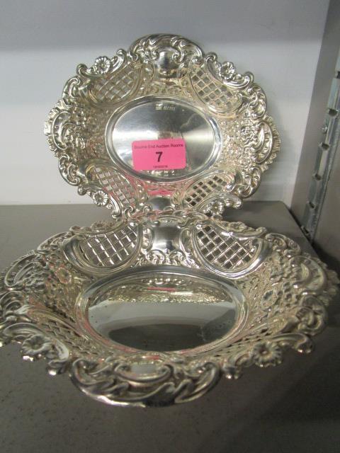 Lot 7 - Henry Edwards, a pair of silver bon bon dishes, Birmingham 1971, 164.8g