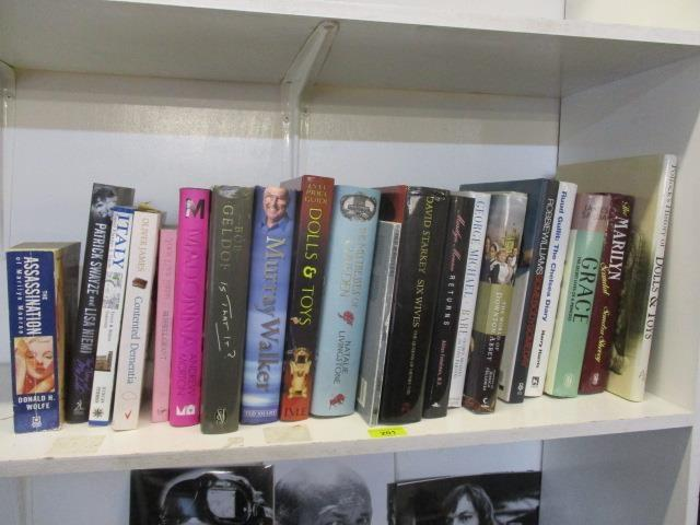Lot 37 - Mixed hardback books to include The Marilyn Scandal, The Mistresses of Cliveden, Ruud Gullitt