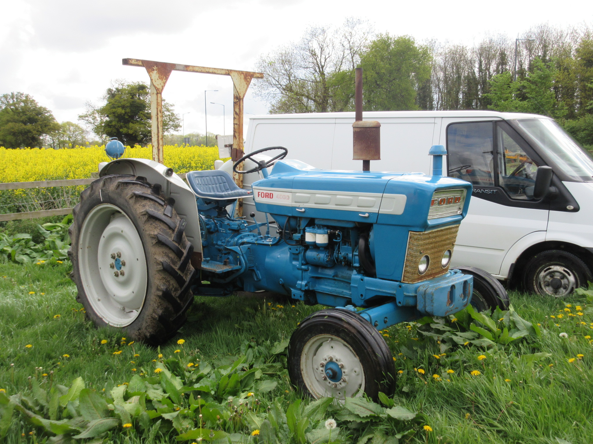 Ford 4000 Tractor : Ford pre force tractor fitted with rollbar and