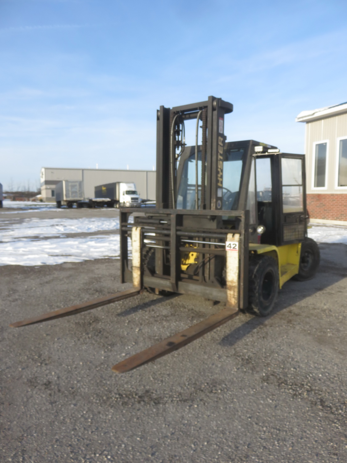 """HYSTER MODEL H155XL PROPANE POWERED ENCLOSED CAB FORKLIFT W/ 14,500LBS CAP., 134"""" LIFT, SIDE SHIFT - Image 4 of 5"""