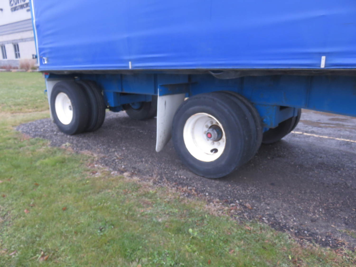 LODE KING 48' TANDEM AXLE BLUE CURTAIN SIDE TRAILER - S/N 2LDPA4829XC032084 - Image 4 of 6