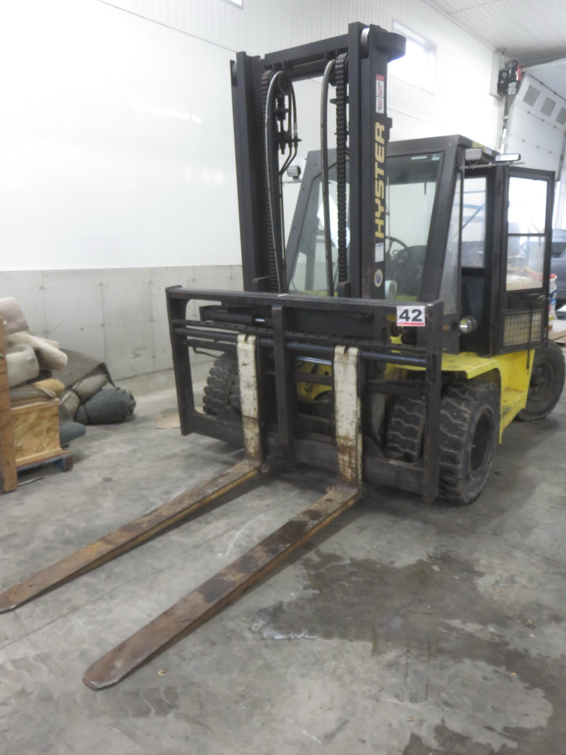 """HYSTER MODEL H155XL PROPANE POWERED ENCLOSED CAB FORKLIFT W/ 14,500LBS CAP., 134"""" LIFT, SIDE SHIFT - Image 5 of 5"""