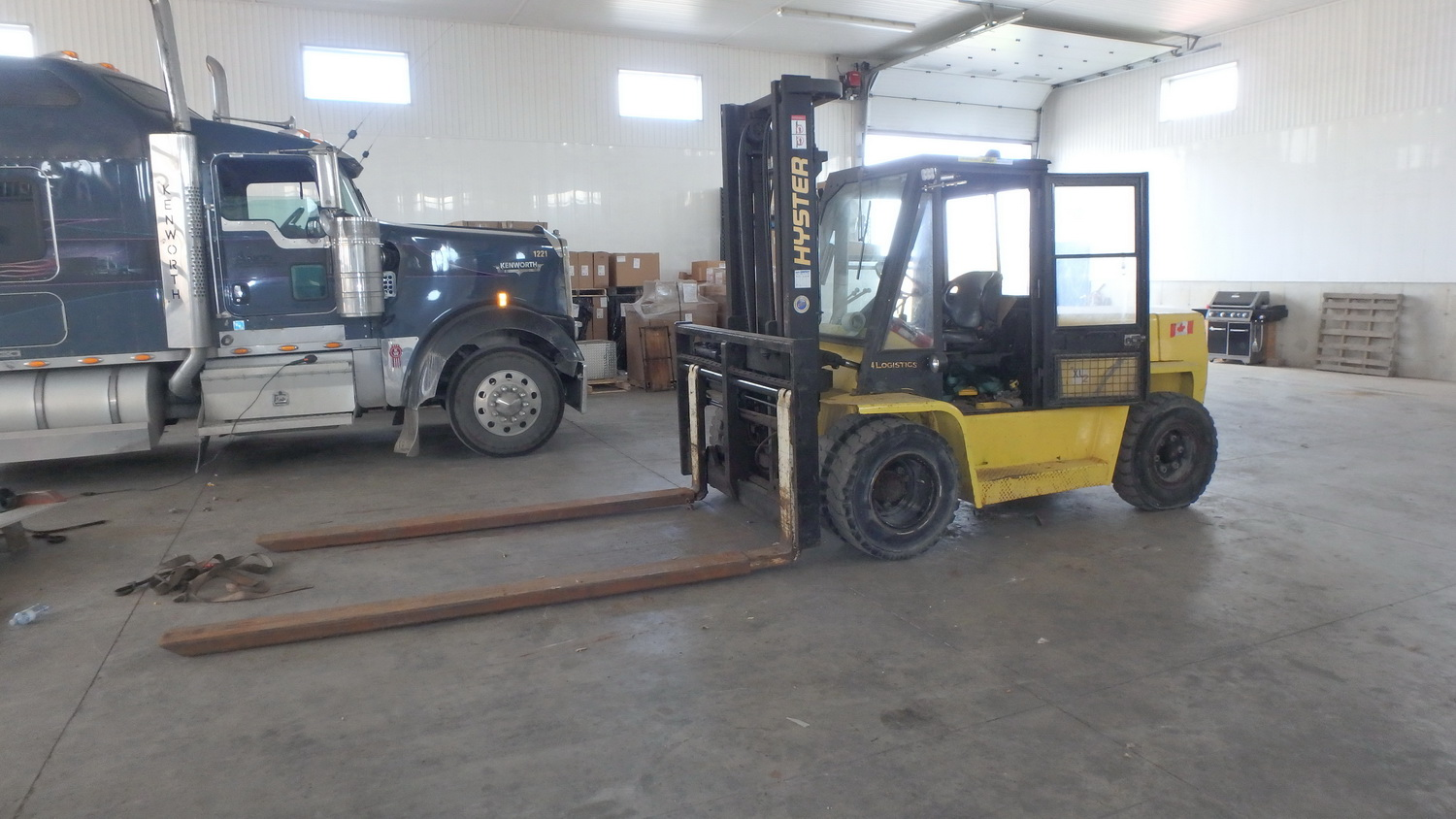 """HYSTER MODEL H155XL PROPANE POWERED ENCLOSED CAB FORKLIFT W/ 14,500LBS CAP., 134"""" LIFT, SIDE SHIFT - Image 2 of 5"""