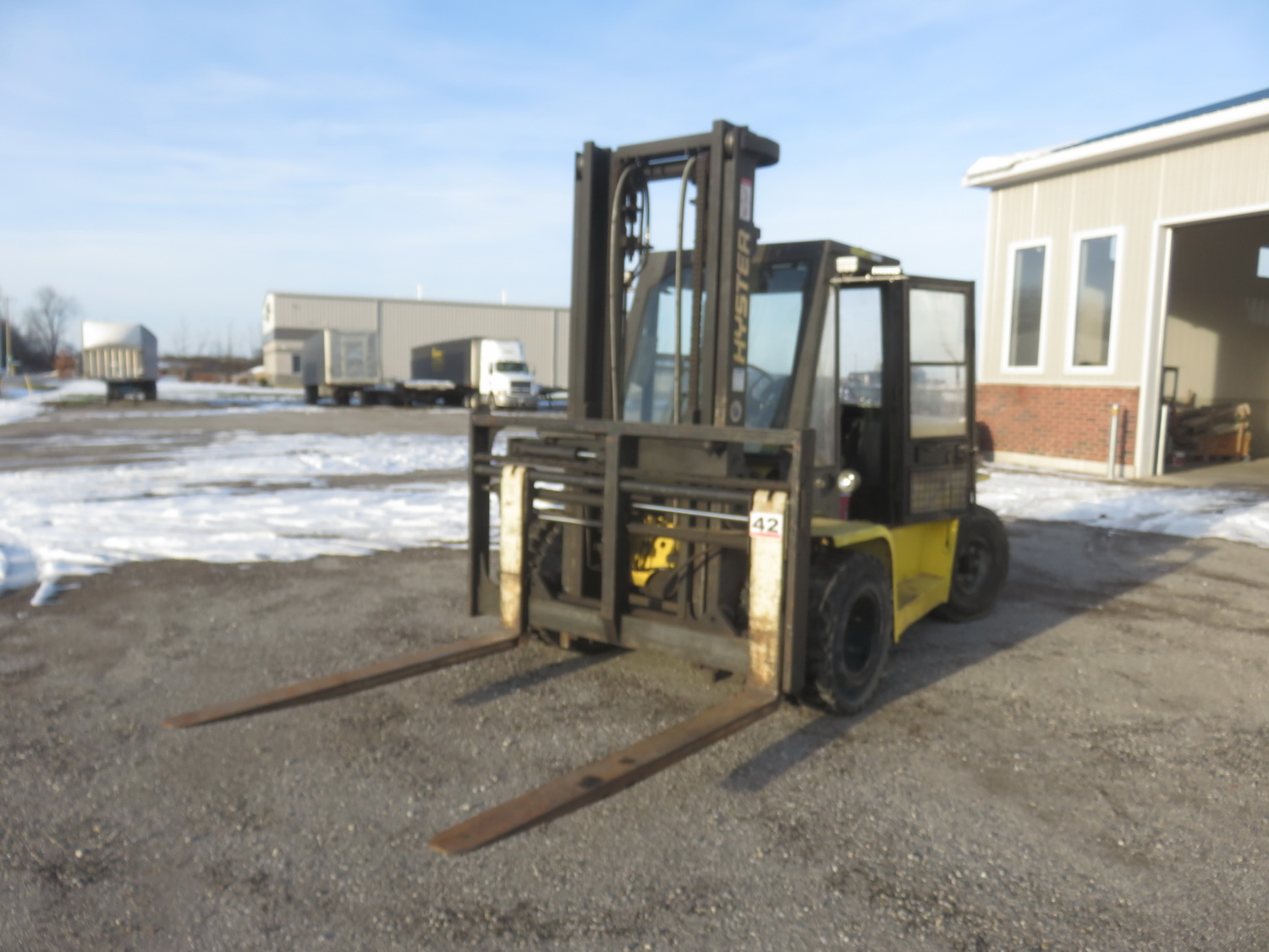 """HYSTER MODEL H155XL PROPANE POWERED ENCLOSED CAB FORKLIFT W/ 14,500LBS CAP., 134"""" LIFT, SIDE SHIFT"""