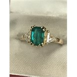 APPROX 1.80ct EMERALD & APPROX 0.70ct DIAMOND RING MARKED 750