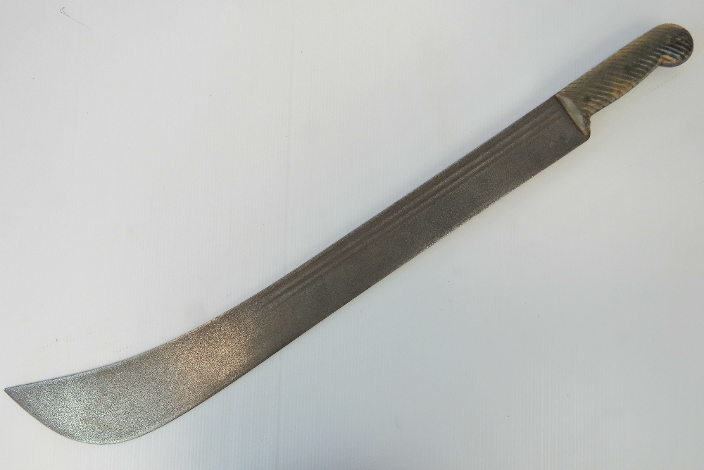 Lot 22 - A machete with partially fullered blade and ribbed horn handle,