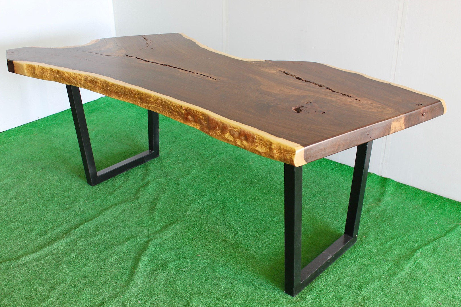 Exquisite bespoke waney edge table this wonderful bespoke for Table 430 52