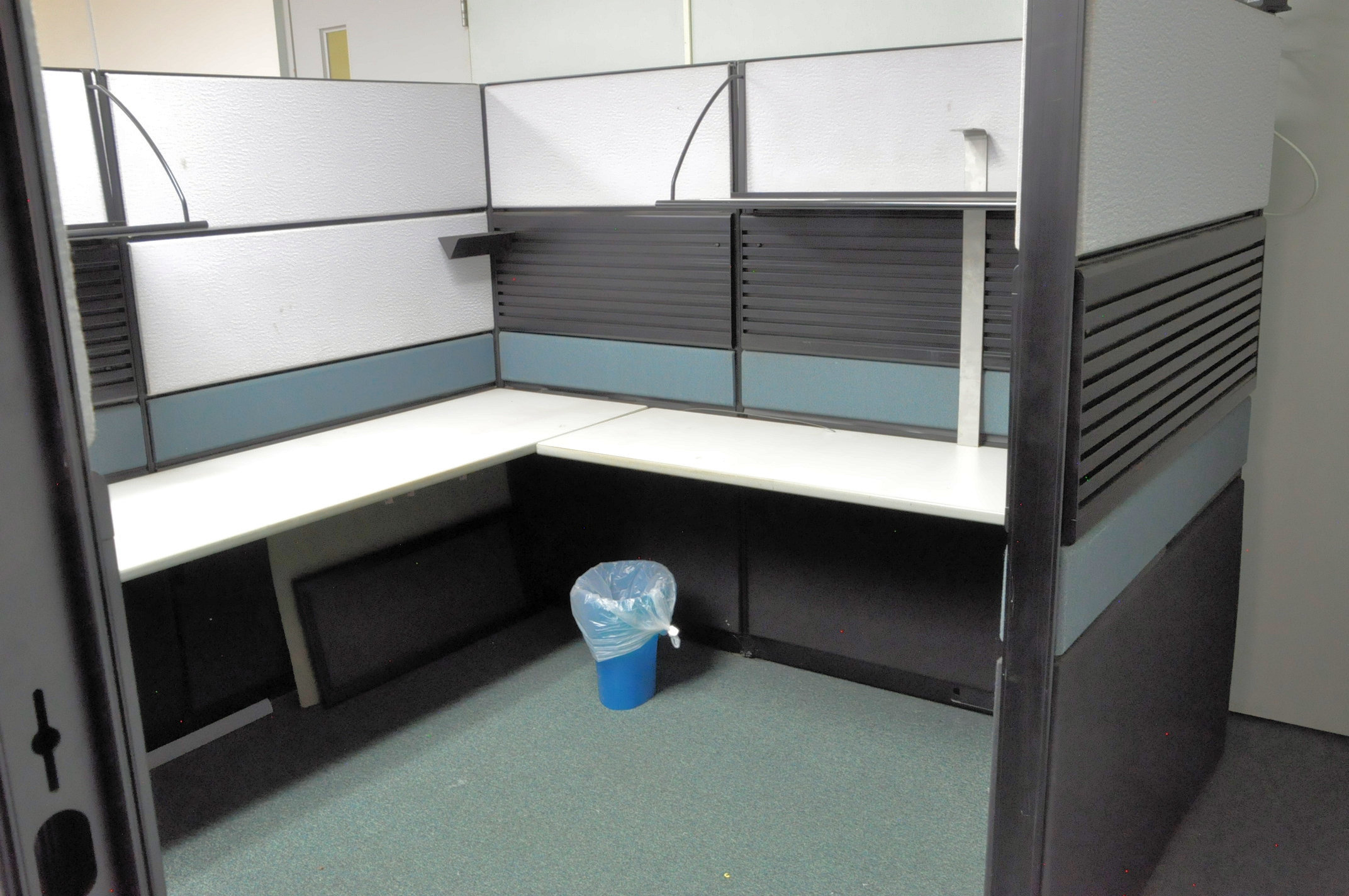Cubical Partition Work System and Cubicle Panels in (1) Room, (Furniture Not Included) - Image 2 of 3