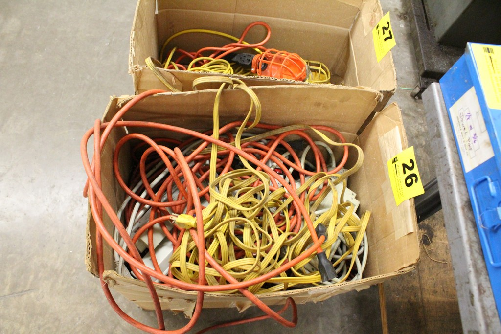 Lot 26 - LARGE QTY OF EXTENSION CORDS & OUTLET STRIPS IN BOX