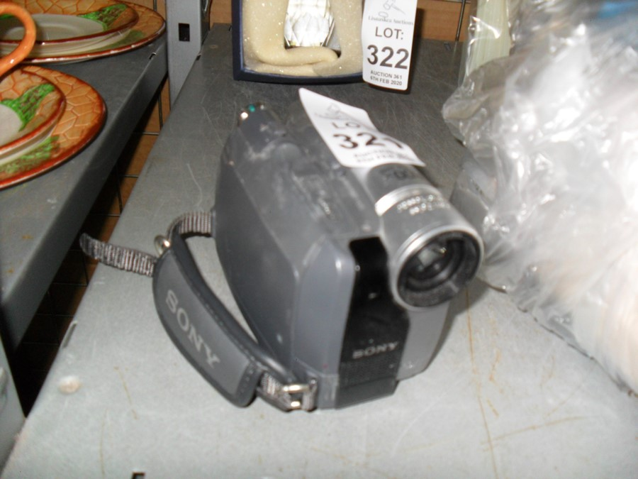 Lot 321 - SONY VIDEO CAMERA NO CABLES