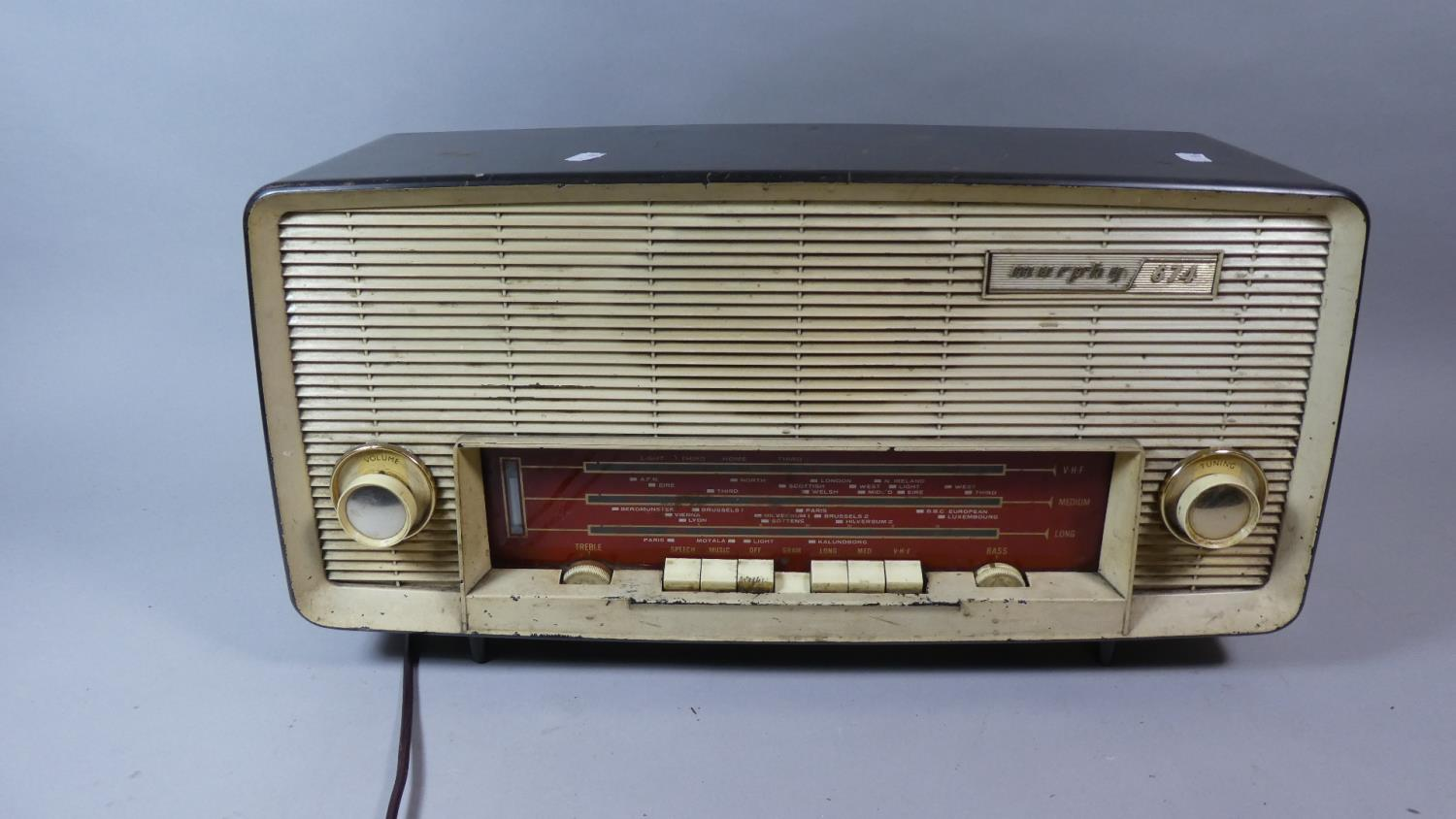Lot 109 - A Vintage Murphy 674 Radio, 55cm Wide