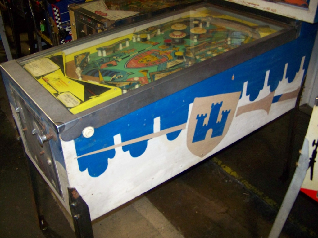Lot 286 - JOUST CLASSIC PINBALL MACHINE BALLY 1969 Item is in used condition. Evidence of wear and
