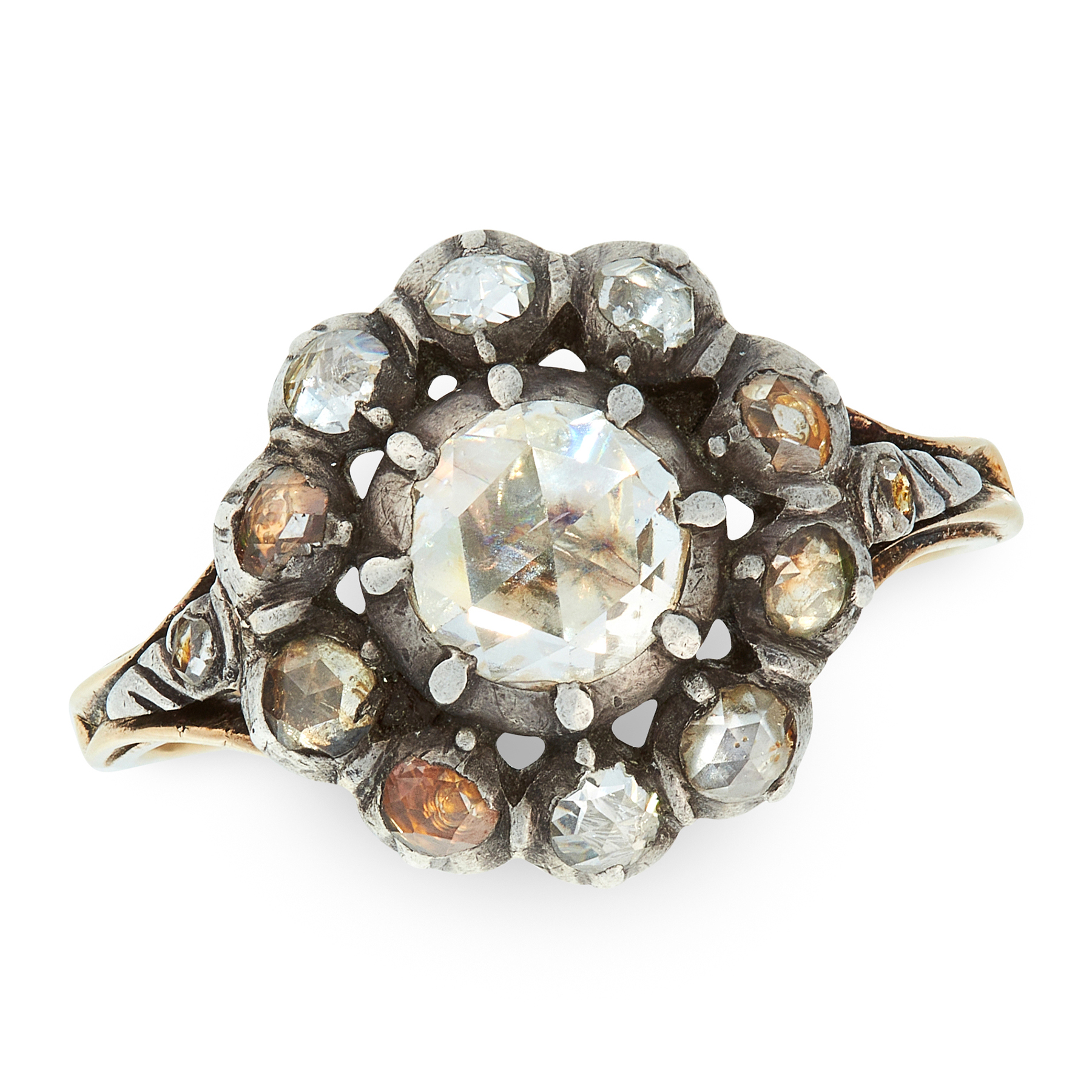 AN ANTIQUE DIAMOND CLUSTER RING in yellow gold and silver, set with a cluster of rose cut
