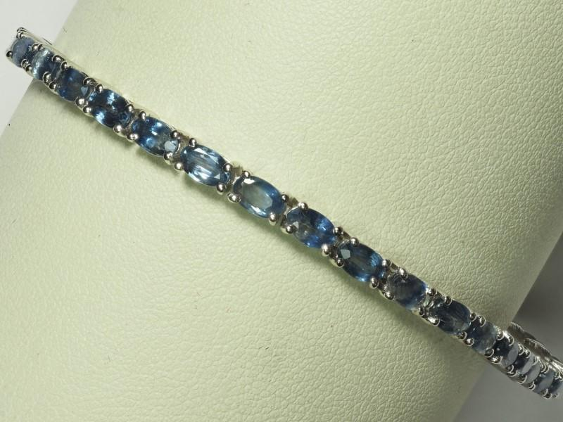 Lot 21 - Sterling Silver Hand Crafted 35 Sapphire (8.89ct) Tennis Bracelet. Retail Appraised Value $1000 (21-