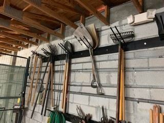 Lot 178 - LAWN HAND TOOLS