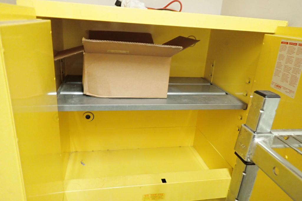 Justrite flammable liquid storage cabinet - Image 2 of 4