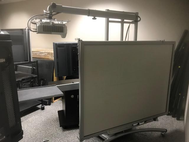 Motorized White Board with projector - Image 7 of 9