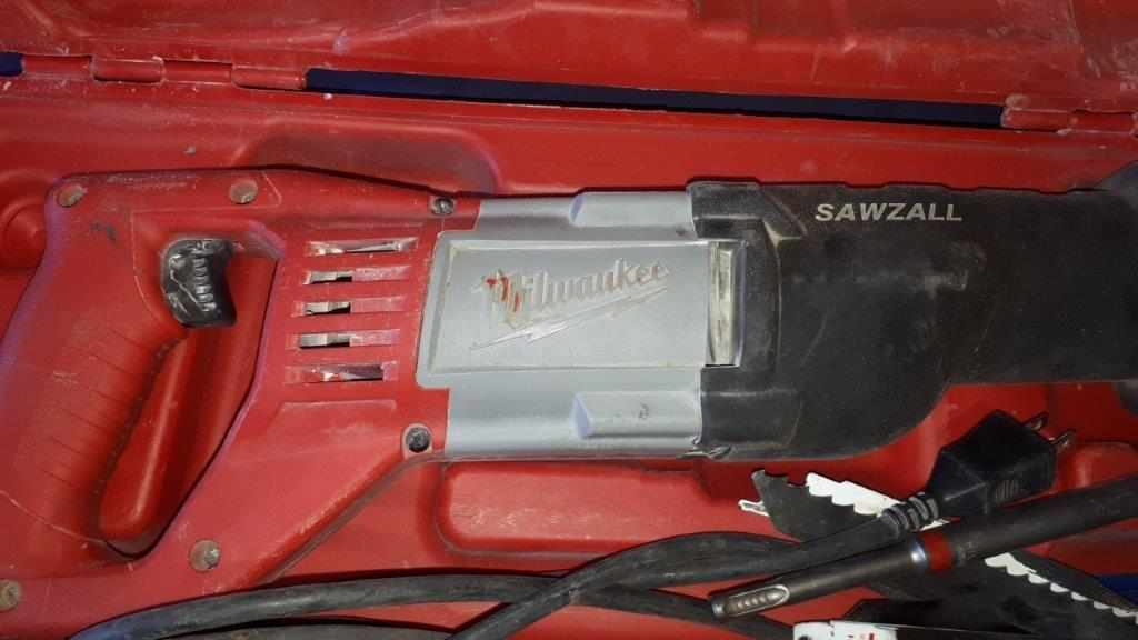 Lot 238 - MILWAUKEE Electric SAWZALL