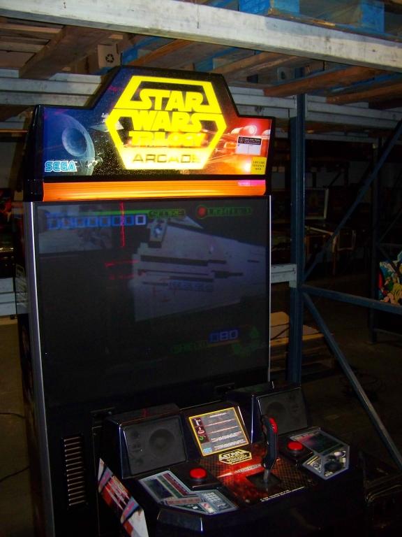 """Lot 203 - STAR WARS TRILOGY 50"""" DX ARCADE GAME SEGA"""
