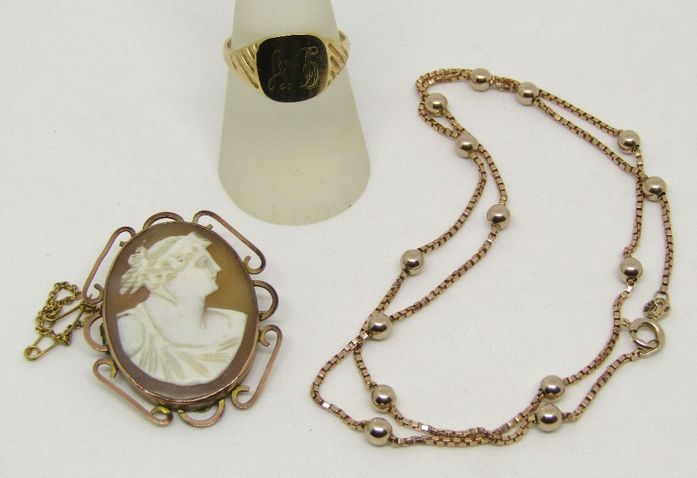 Lot 318 - Group of 9ct jewellery comprising a box chain necklace with bead spacers, a monogrammed signet ring,