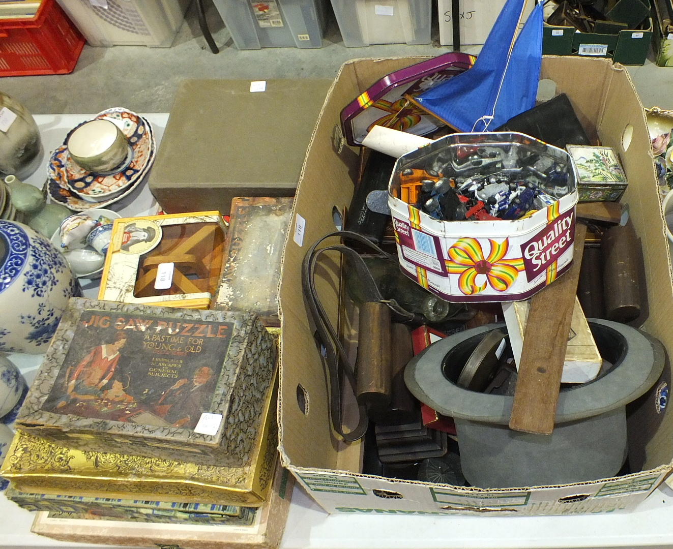 Lot 118 - An olive wood games counter, a small collection of jigsaw puzzles and other items.