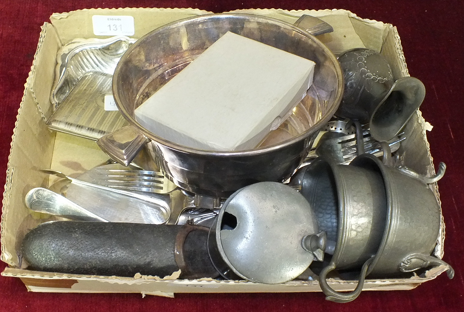 Lot 131 - A small quantity of plated cutlery and other plated ware.