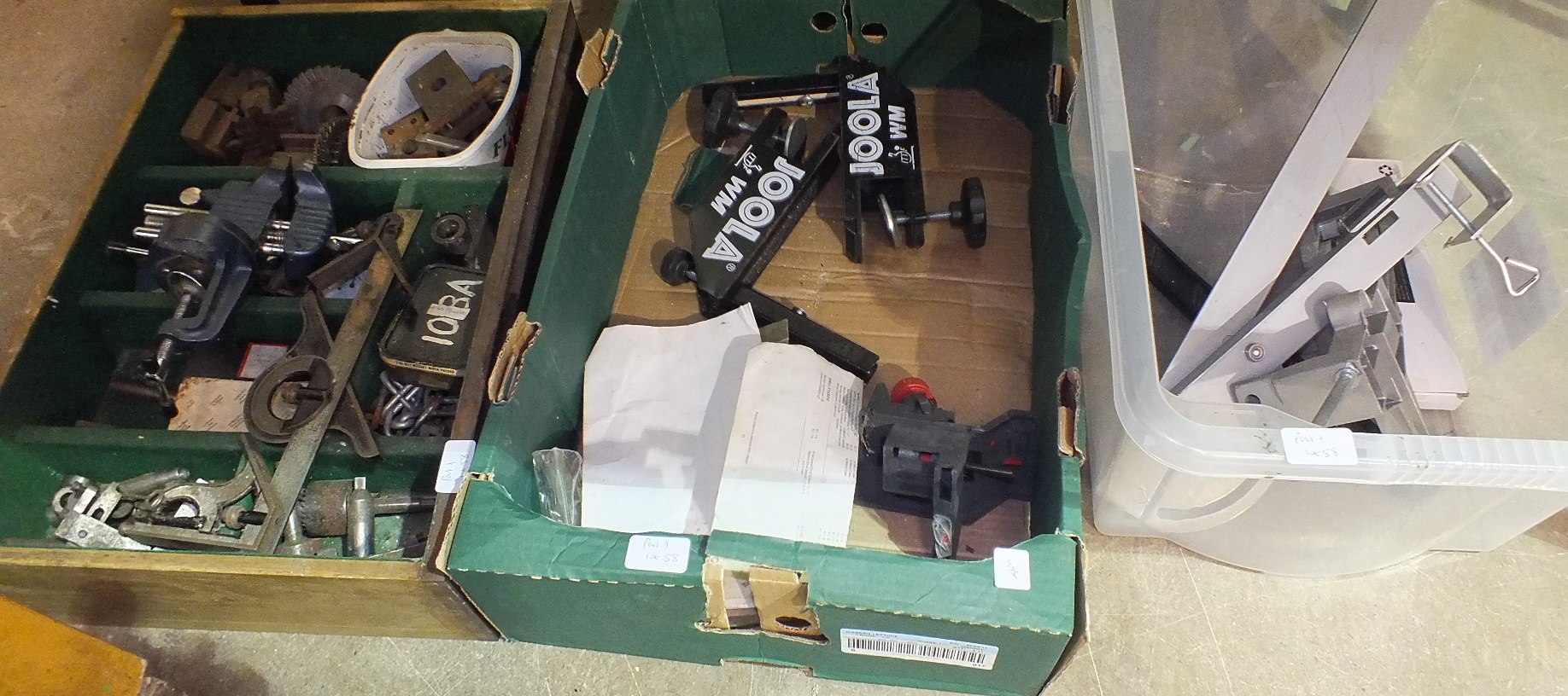 Lot 58 - A Perfecto Engineering Co. Ltd model engineering lathe no.361, with tools and accessories.