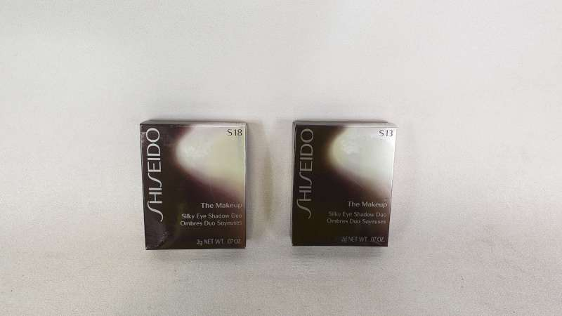 Lote 46 - LOT CONTAINING 30 X SHISEIDO THE MAKE UP SILKY EYE SHADOW S18 AND 50 X SHISEIDO THE MAKE UP SILKY