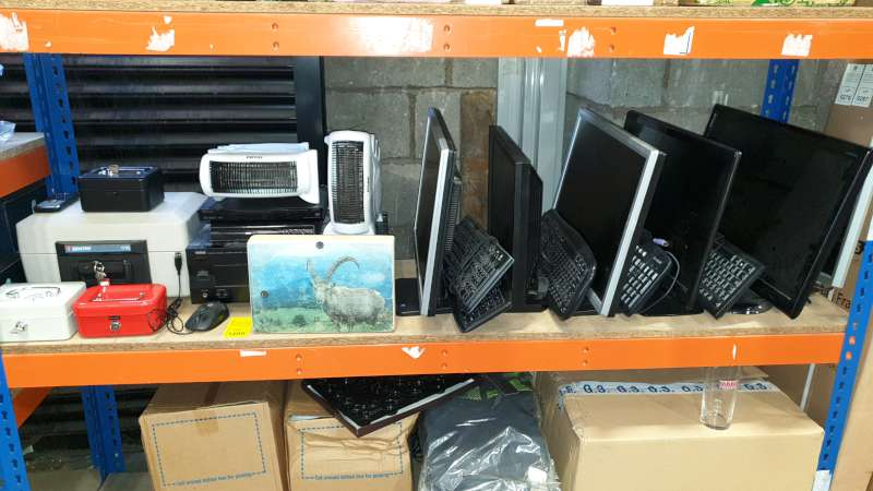 Lote 1200 - LOT CONTAINING FLATSCREEN MONITORS, COMPUTER KEYBOARDS, HEATERS, CASH BOXES, AMPLIFIER