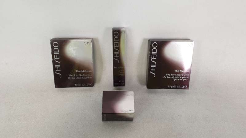 Lote 45 - LOT CONTAINING 28 X 5ML SHISEIDO THE MAKE UP LIP GLOSS, 11 X SHISEIDO THE MAKE UP EYE SHADOW, 20 X