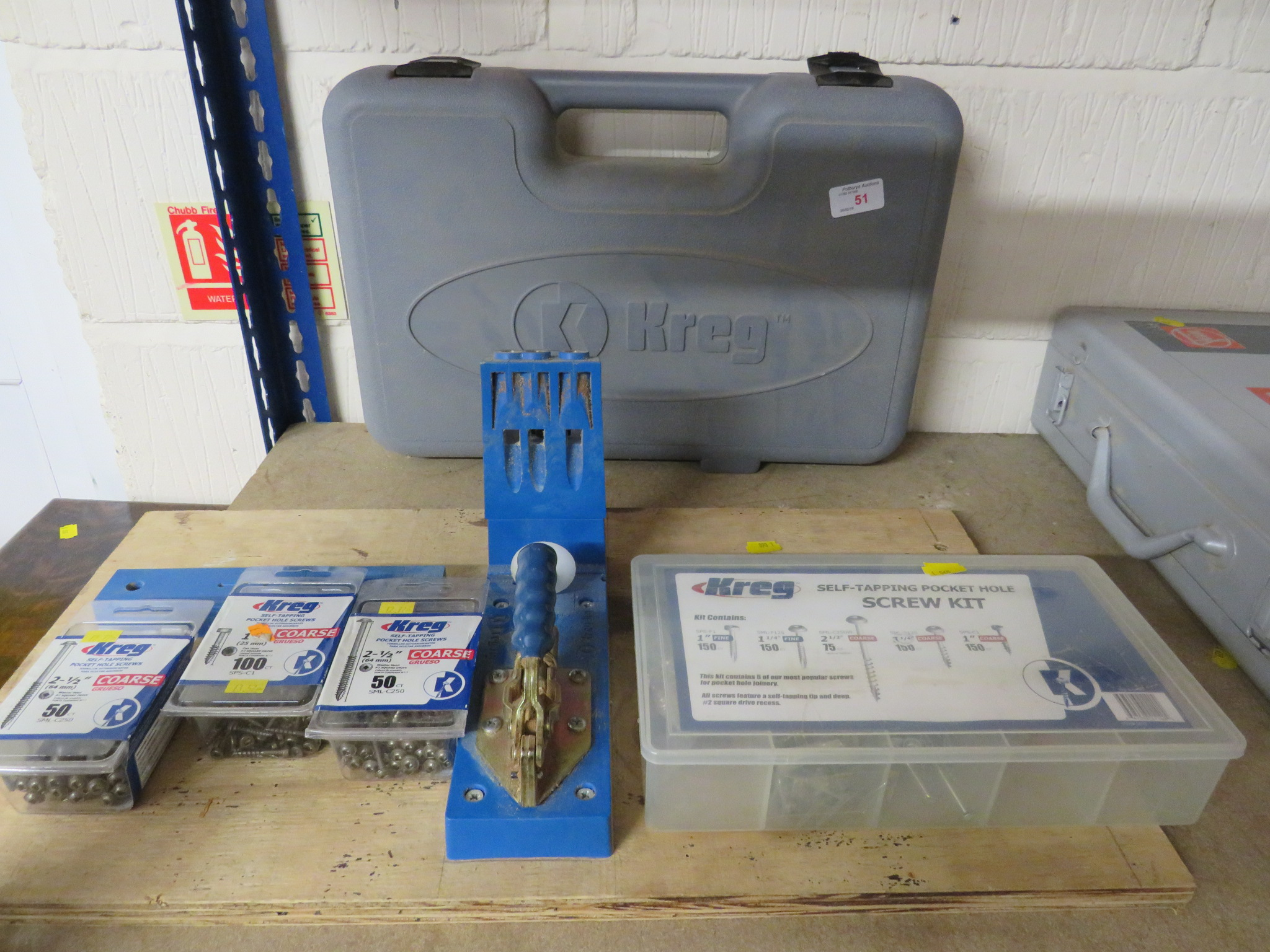 Lot 51 - KREG POCKET HOLE JIG WITH SMALL ASSORTMENT OF SCREWS AND PLASTIC CASE