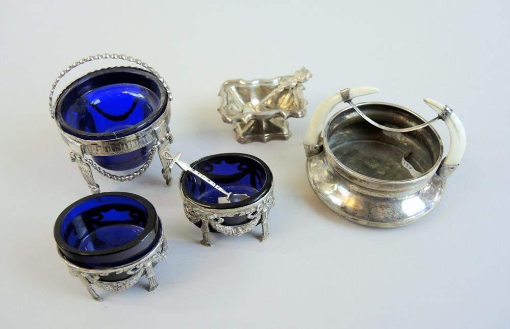 f nf salieren silber mit glaseins tzenf nf salieren silber 800 und 13 lot mit kobaltblauen gla. Black Bedroom Furniture Sets. Home Design Ideas