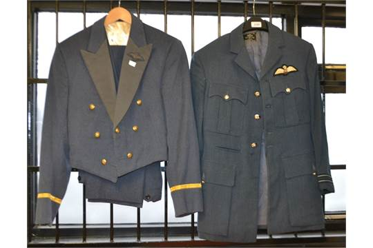 Militaria - A WW2 RAF Flight Lieutenant's Number 1 Jacket and