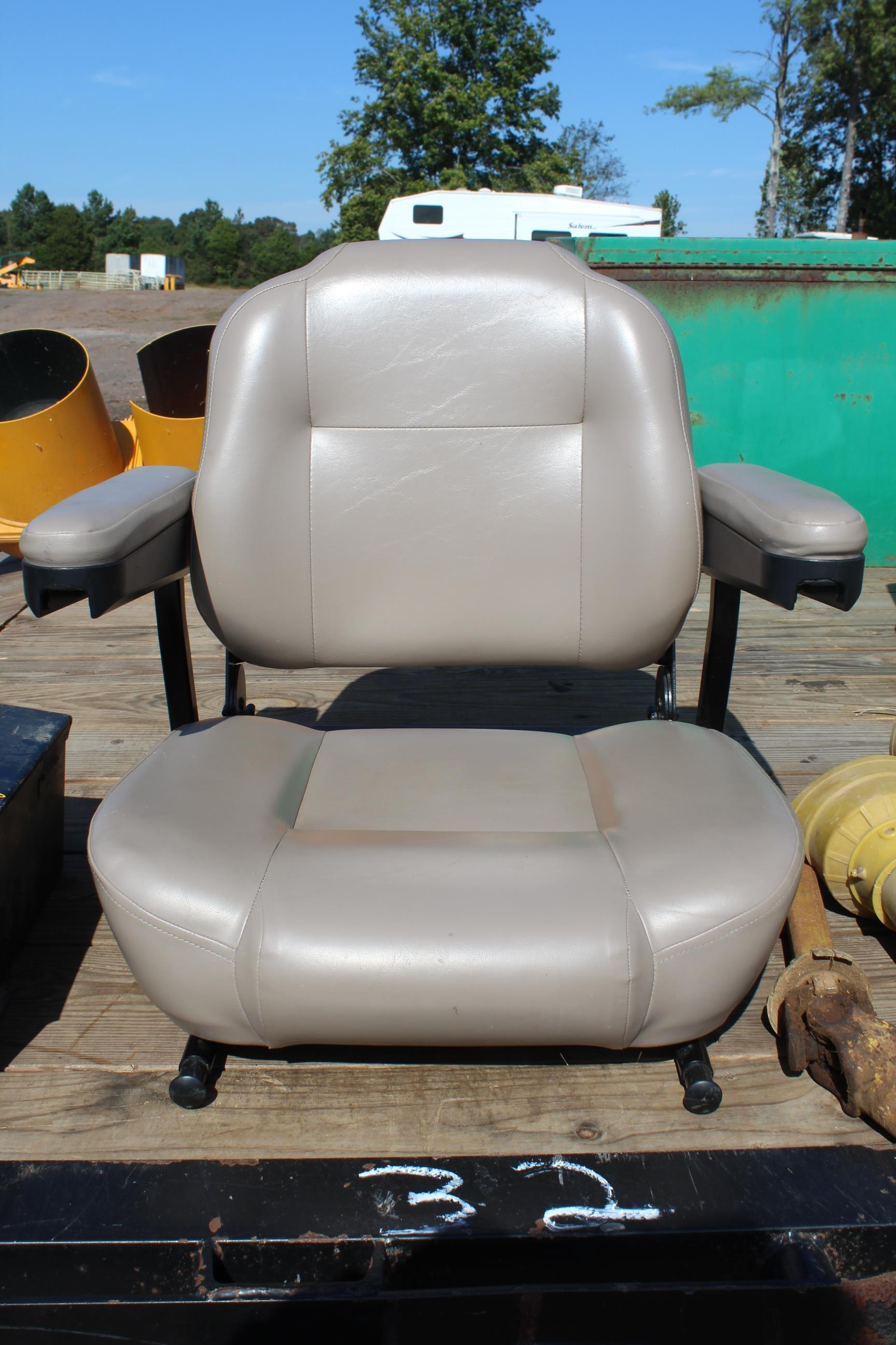 Lot 32 - SEAT