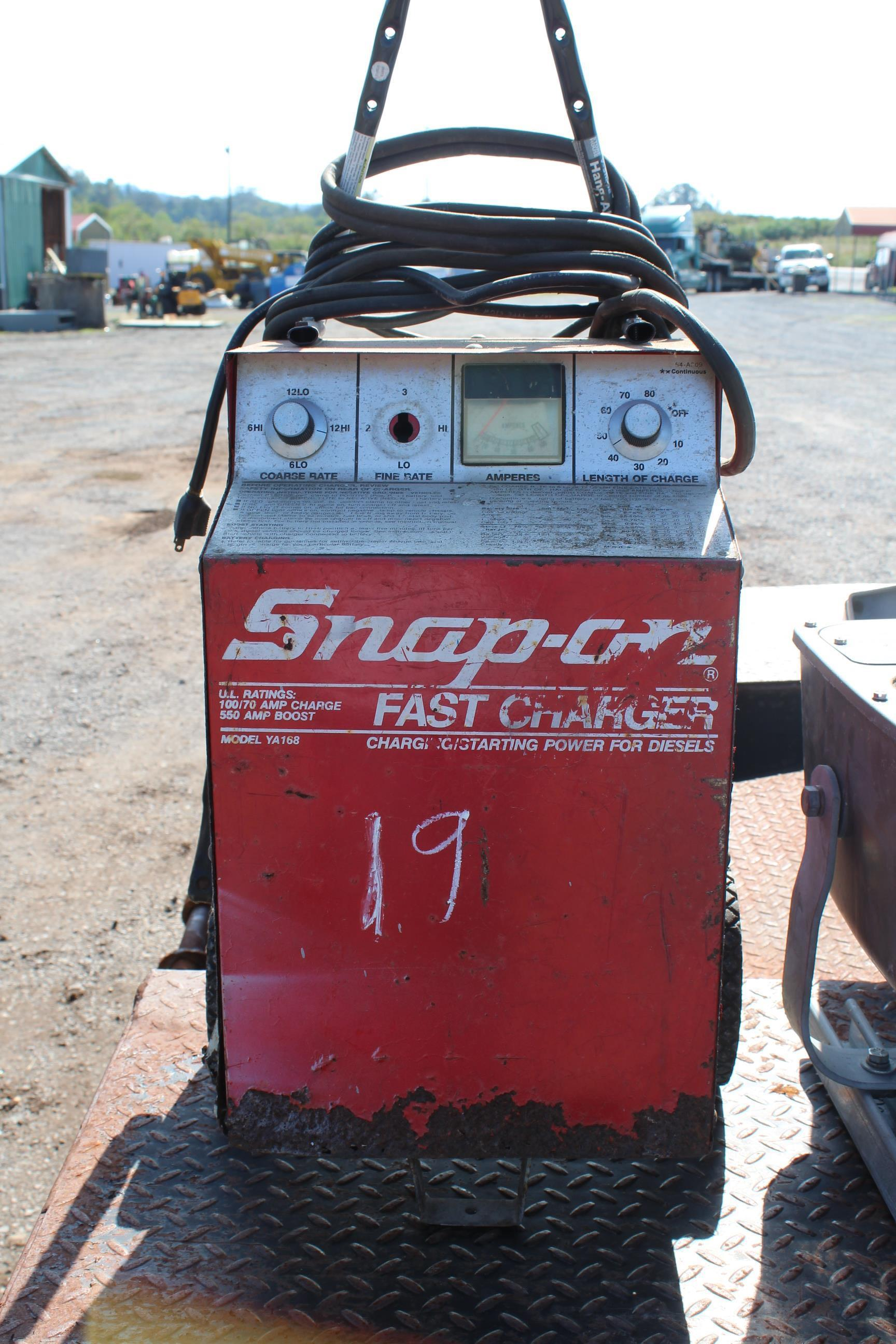 Lot 19 - SNAP ON MODEL BATTERY CHARGER