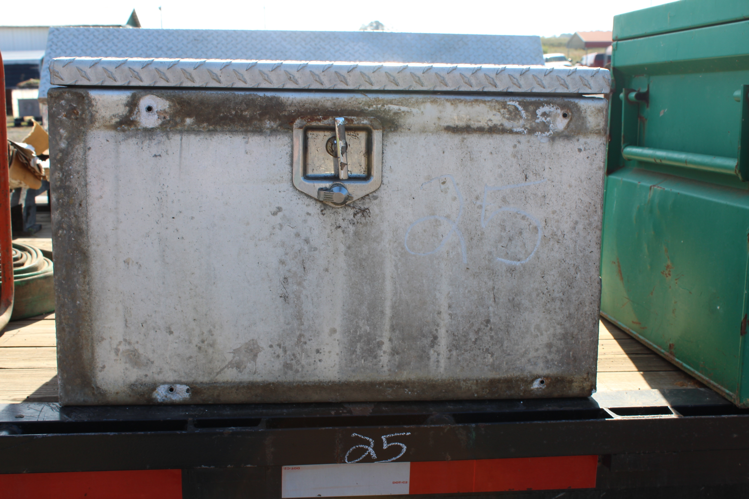 Lot 25 - TRUCK BOX