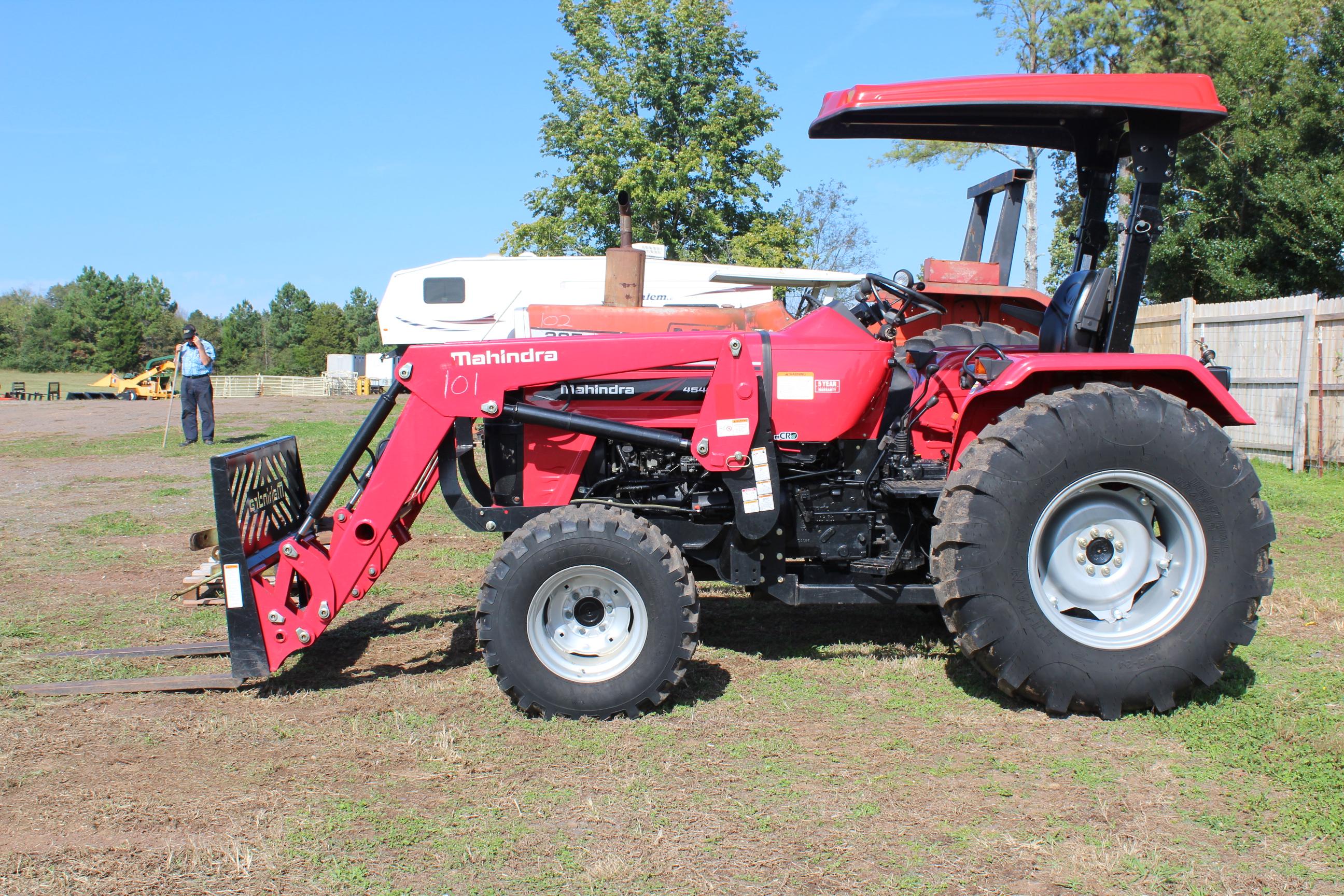 Lot 101 - MAHINDRA 4550 4X4 FARM TRACTOR W/ FORKS W/ CANOPY 157 HRS SN#MRCNY2268