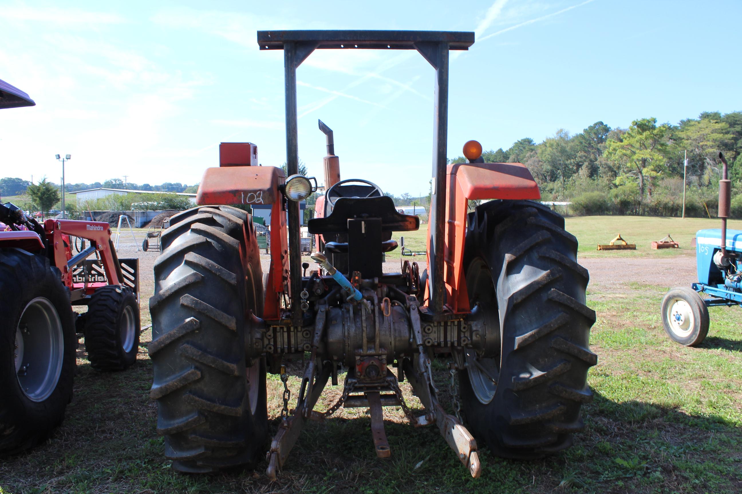 Lot 102 - 285 MASSEY FERGUESON FARM TRACTOR SN#006005