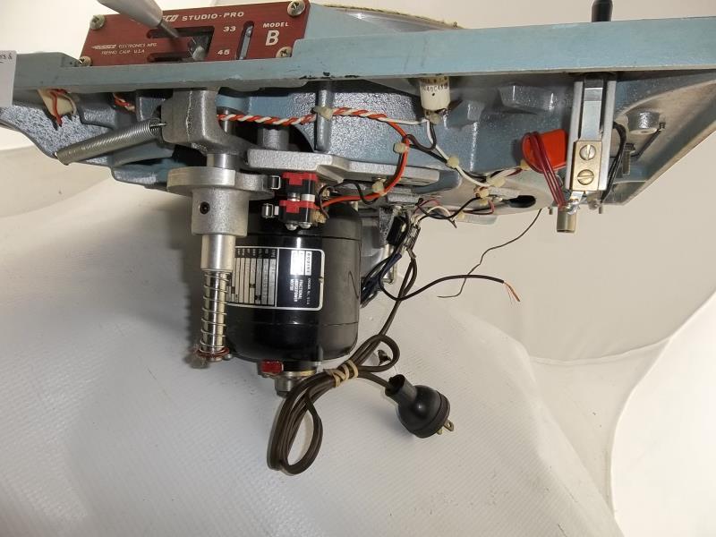 Lot 576 - Russco Studio Pro B, turntable, Clovis, CA, partial arm, felt mat damaged, 33 and 45, no base