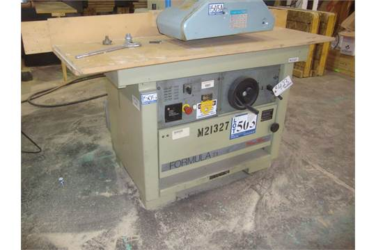 Group of lots: 423, 424 } SCM Formula T1 Minimax Table router 3,000