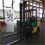Komatsu mod. G40, LP Type, LPG Forklift, 7,000lb, Solid Tires, 2-Stage Mast, Side Shift, Overhead