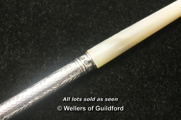 Lot 7207 - *Antique Victorian 1901 silver and mother of pearl dip pen (Lot subject to VAT) (LQD98)