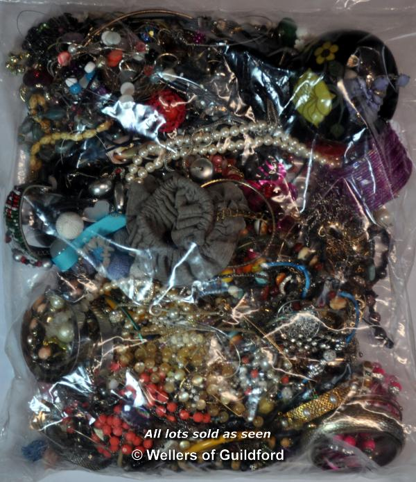 Lot 7043 - Sealed bag of costume jewellery, gross weight 3.54 kilograms