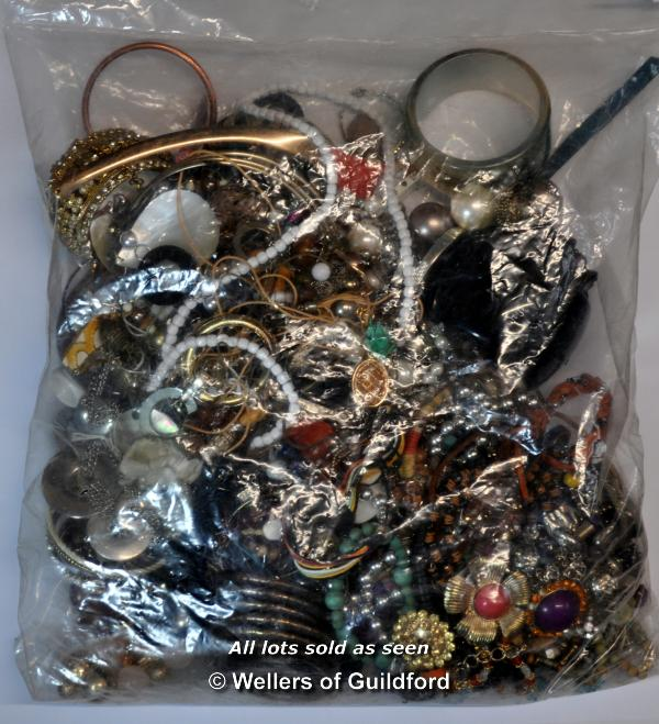 Lot 7034 - Sealed bag of costume jewellery, gross weight 3.82 kilograms