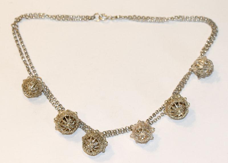Silber Kette, 2-reihig mit 6 filigranen Kugeln, L 46 cm