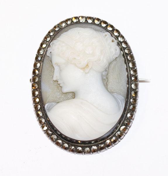 Dekorative Silber Gemmenbrosche mit Lagestein, Damenbildnis, um 1900, 4 cm x 3 cm