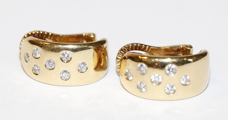 Paar 18 k Gelbgold Ohrstecker-Clips mit je 7 Diamanten, zus. 10,8 gr., D 1,5 cm