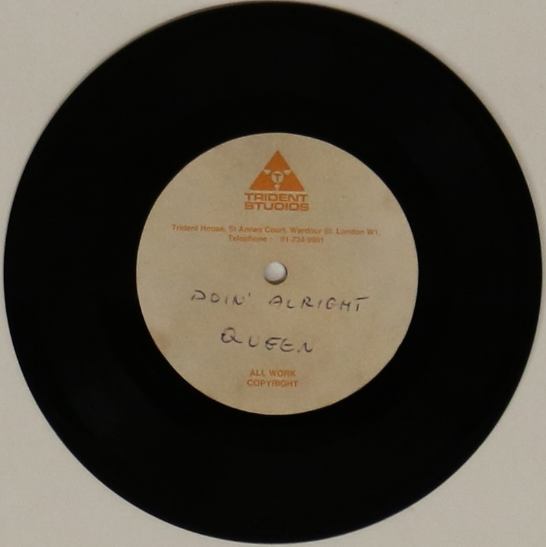 "Lot 53 - QUEEN - DOIN' ALRIGHT 7"" ACETATE - DIFFERENT VERSION - Spectacular piece of Queen history with this"