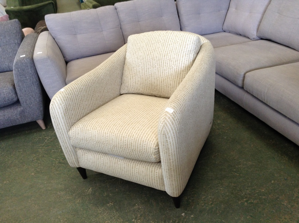 Lot 93 - GOLD PATTERNED ACCENT CHAIR (TROO1648-WOO269842)